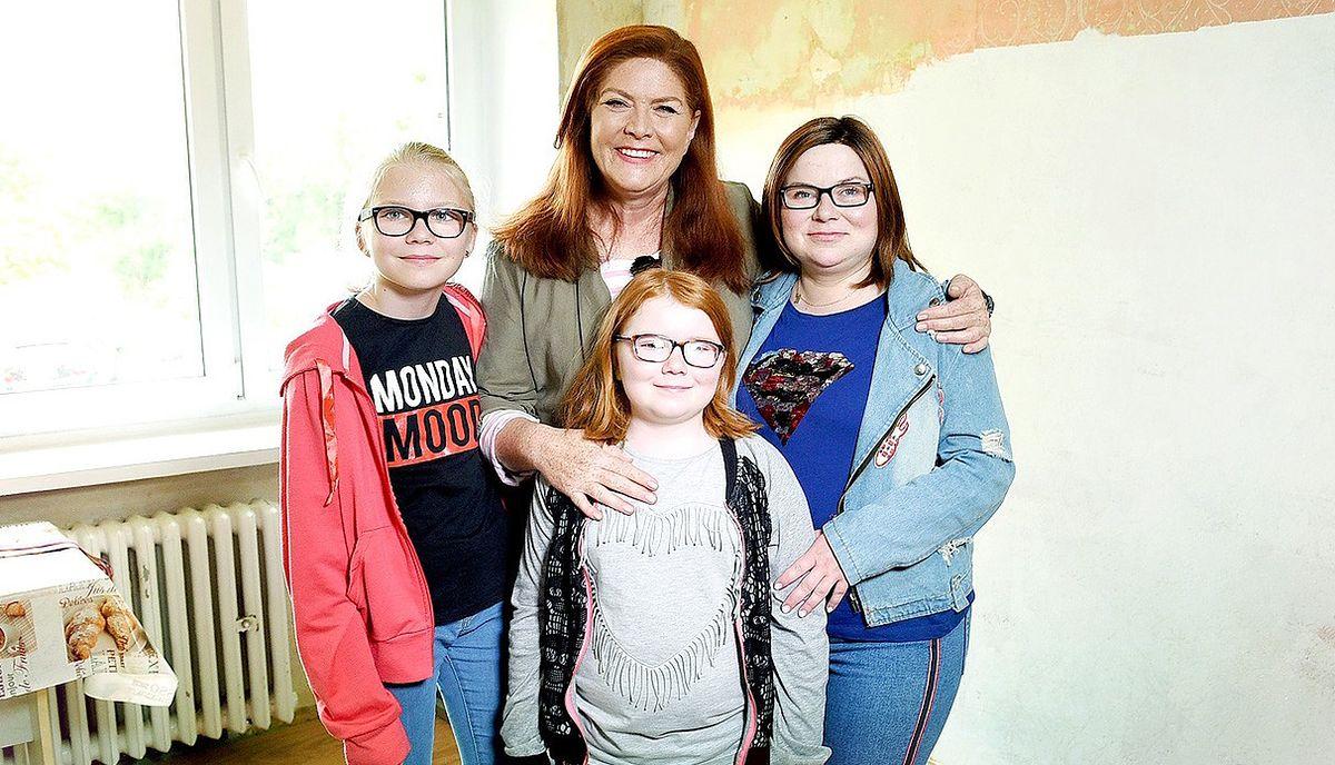 """Katarzyna Dowbor z bohaterkami 148. odcinka programu """"Nasz nowy dom"""""""