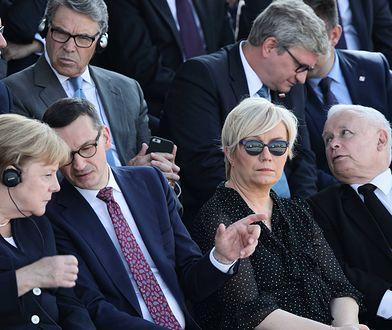 Jarosław Kaczyński w centrum trybuny honorowej. Kancelaria prezydenta tłumaczy, co tam robił