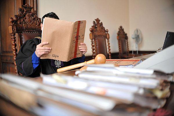 W Opolu ruszył proces oskarżonego o wyłudzenie od 60 osób ponad 4,8 mln zł