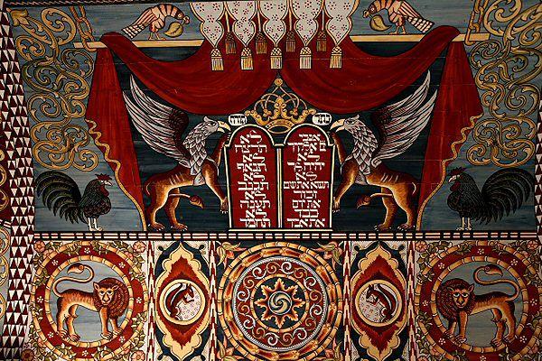 Fragment zrekonstruowanego sklepienia drewnianej synagogi w Gwoźdźcu, zawieszonego w Muzeum Historii Żydów Polskich w Warszawie