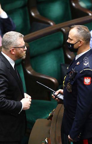 Grzegorz Braun w Sejmie. Bez maseczki