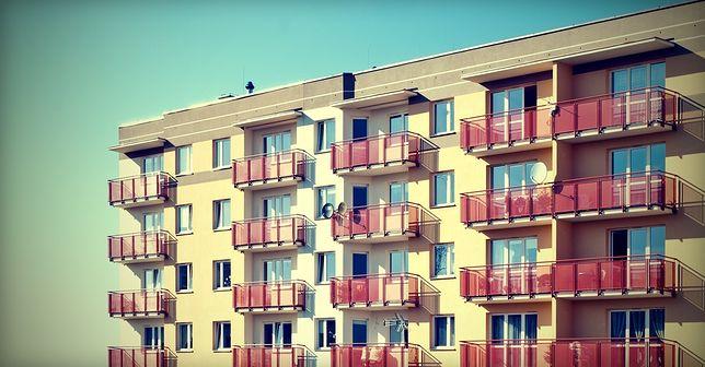 Duża część wielorodzinnych budynków mieszkalnych w Polsce stoi na gruntach oddanych w użytkowanie wieczyste