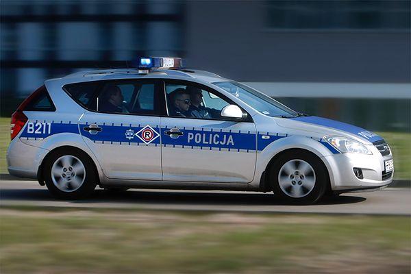 Uciekał przed policją, ale uderzył w radiowóz straży miejskiej