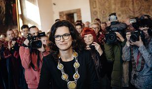 Prezydent Gdańska Aleksandra Dulkiewicz nowy łańcuch otrzymała podczas zaprzysiężenia w marcu