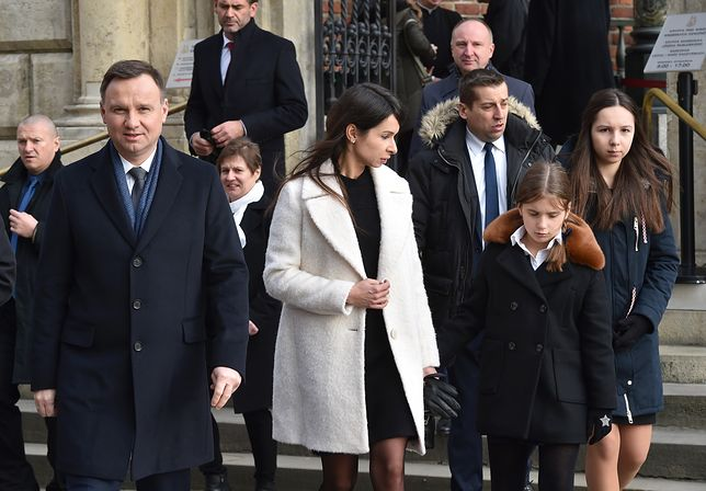 Andrzej Duda i Marta Kaczyńska z córkami na Wawelu.