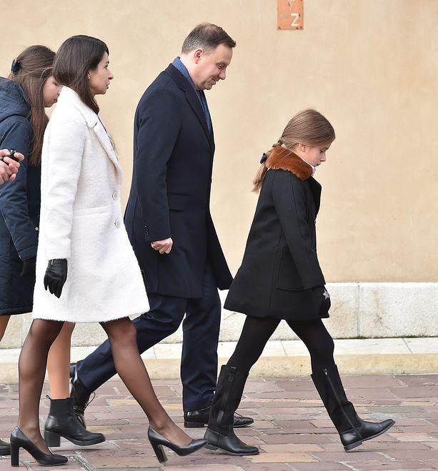 Andrzej Duda i Marta Kaczyńska w drodze na grób tragicznie zmarłej pary prezydenckiej.
