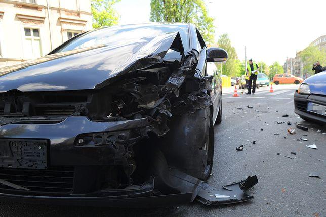 W wypadku w Porębie uczestniczyły trzy samochody.