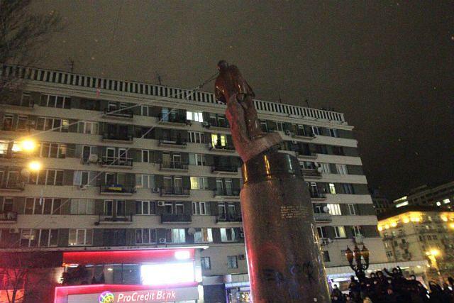 """""""Co za przykre samobójstwo"""". Lenin runął - zdjęcia"""