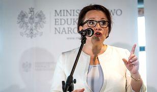 Polacy podzieleni w kwestii likwidacji gimnazjów. Reforma oświaty sprawą polityczną