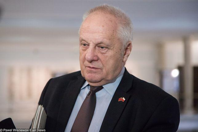 Stefan Niesiołowski (klub PSL-UED) zapowiedział się, że zrzeknie się immunitetu