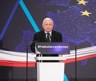 """Dziennikarz """"Spiegla"""" zwraca uwagę na plakaty wyborcze PiS"""