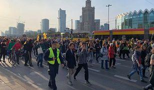 Warszawa. Wielki Marsz Klimatyczny przed Sejmem. Jesteśmy na miejscu