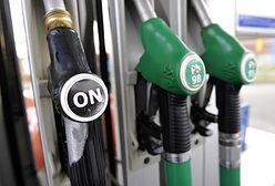 Paliwa tanieją na stacjach, w hurcie widać już podwyżki