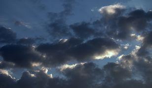 W poniedziałek czeka nas pochmurna pogoda z przelotnymi opadami deszczu i przejaśnieniami