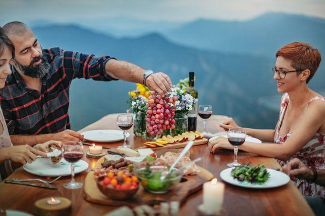 """Podstawowe elementy kuchni abruzyjskiej to oliwa, pomidory i ostra papryczka zwana """"diavolicchio"""""""