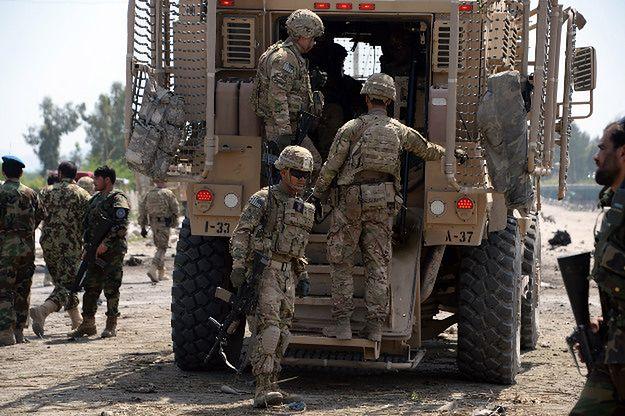 Amerykańscy żołnierze i afgańskie służby bezpieczeństwa