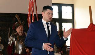 Łukasz Smółka jest szefem gabinetu politycznego. Nagród dostał więcej niż niejeden minister