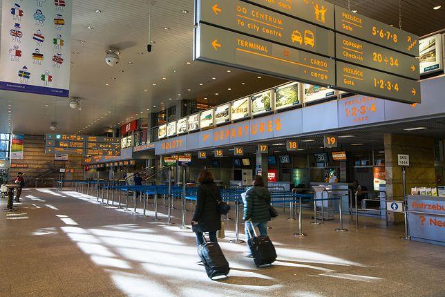 Bilety lotnicze są coraz droższe. Winę za to ponoszą lotniska