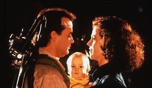 """Bill Murray, Henry Deutschendorf i Sigourney Weaver w filmie """"Pogromcy duchów II"""" (1989)"""