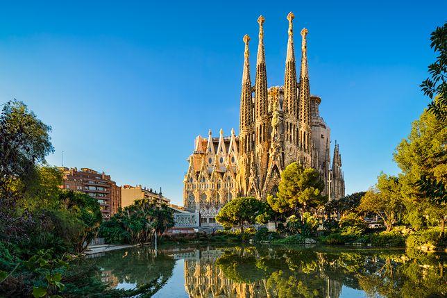 Sagrada Familia w Barcelonie. Kościół ten stał się symbolem miasta, a także całej Hiszpanii