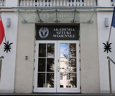 Warszawa. Monika Parafianowicz, żona rektora ASzWoj, miała jeździć akademicką limuzyną jak taksówką.