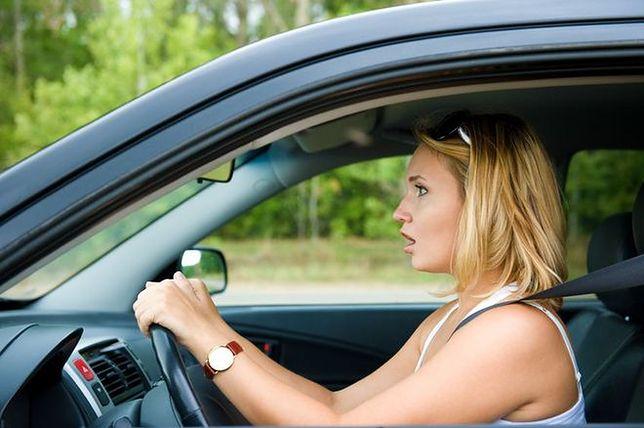 10 błędów popełnianych przez kobiety i mężczyzn podczas jazdy samochodem