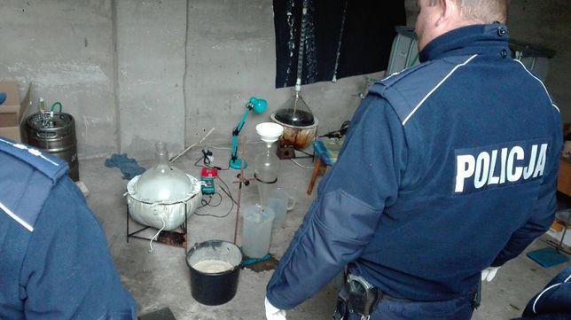 Podejrzani mogli wyprodukować amfetaminę wartą nawet 150 tysięcy złotych.