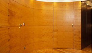 Drewno w aranżacji wnętrz. To musisz wiedzieć o drewnianej podłodze, meblach i schodach