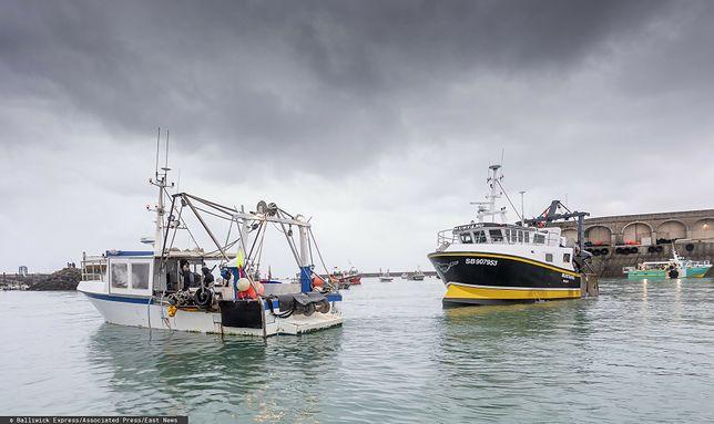 Jersey. Francuskie kutry blokują port