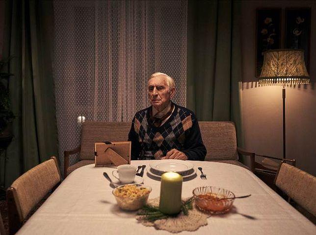 """""""Wigilia to dla mnie smutny dzień: dwa pierożki, trochę barszczu, zdjęcie zmarłej żony…"""""""