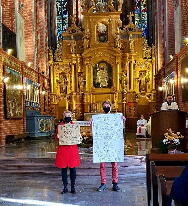 Joanna Scheuring-Wielgus weszła do kościoła podczas mszy 25 października. Czy odpowie za to przed sądem?