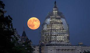 Pełnia Księżyca Jesiotra na niebie. Najbliższe noce przyniosą więcej niezwykłych zjawisk
