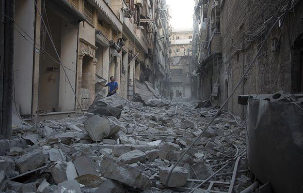 Bomby beczkowe spadły na szpital w Aleppo. Obserwatorium: Rosjanie bombardują okolicę miasta