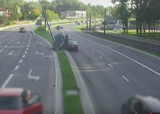 """Olsztyn: Po groźnej kolizji volkswagen """"zaparkował"""" na bmw"""