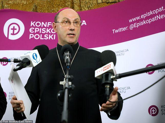 Nauczyciele piszą do Prymasa Polski.
