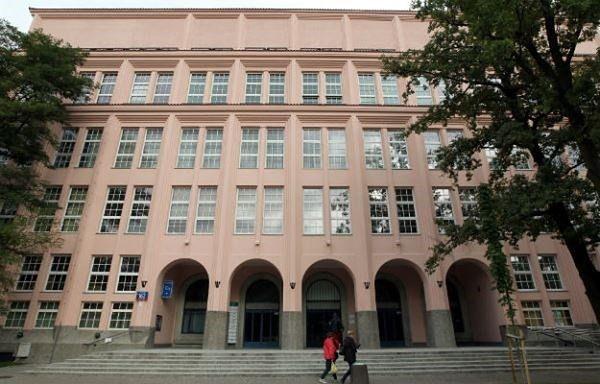 Absolwenci warszawskich uczelni zarabiają najwięcej