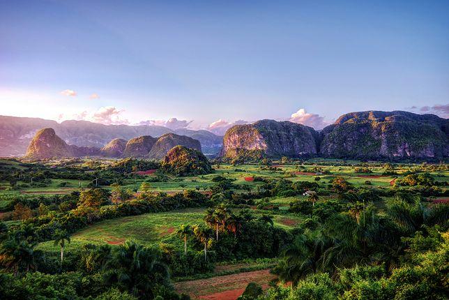 Viñales w promieniach wschodzącego słońca. Najpiękniejsze na Kubie