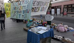"""Będziemy """"bezdomni"""". Fundacja udostępniła zdjęcia z protestu przeciwko eksmisji."""