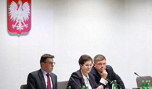 Głosowanie podczas posiedzenia sejmowej komisji finansów publicznych