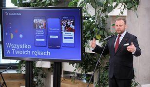 Koronawirus w Polsce. Aplikacja ProteGO Safe w nowej odsłonie. Łukasz Szumowski: Jesteśmy w czołówce