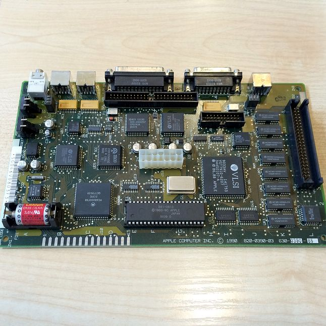 Płyta główna Classica. Tyle i aż tyle. Z prawej strony złącze na kartę dodatkowej pamięci RAM.