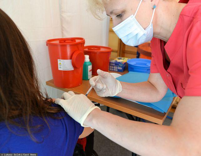 MZ rekomenduje zmiany w odstępach miedzy podaniem pierwszej i drugiej dawki szczepionki przeciw COVID-19