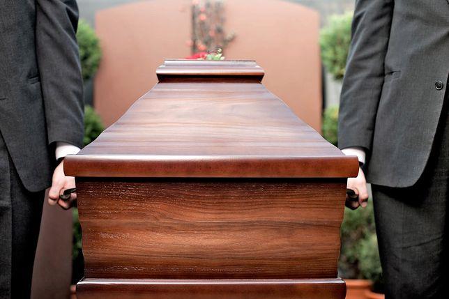 Skandaliczne słowa księdza na pogrzebie 15-latka. Część osób wyszła z kościoła