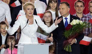 Pierwsza dama Agata Kornhauser-Duda oraz prezydent Andrzej Duda podczas wieczoru wyborczego w Pułtusku
