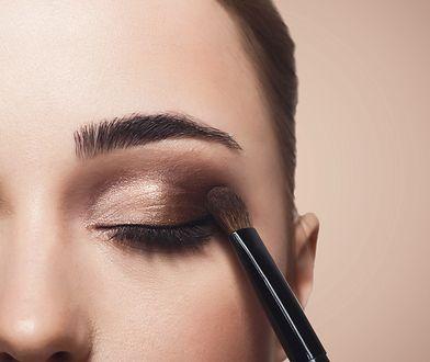 Makijaż oka przy opadającej powiece - porady + film