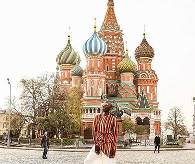 Moskwa również znalazła się na trasie ciekawej świata kobiety