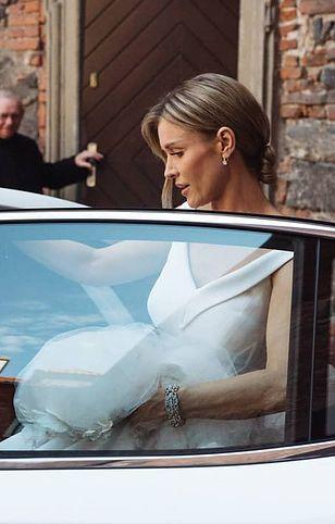 Joanna Krupa wsiada do Lexusa LS