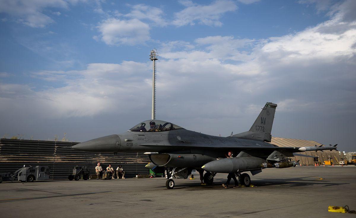 Piloci F-16 mieli problemy podczas lotu