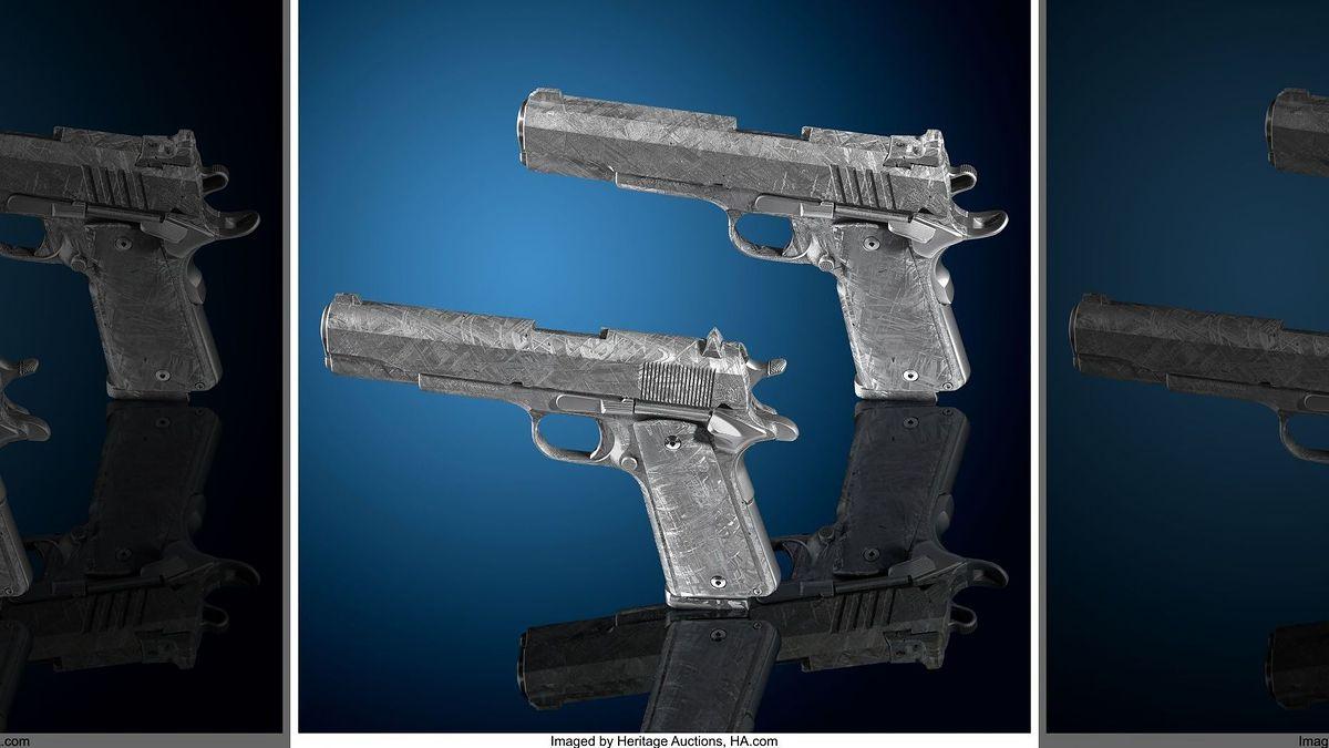 Prawdziwa kosmiczna broń. Na aukcję trafiły pistolety wykonane z meteorytu