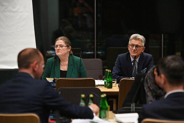 Sędziowie Trybunału Konstytucyjnego w stanie spoczynku wskazują na problematyczną rolę Krystyny Pawłowicz i Stanisława Piotrowicza